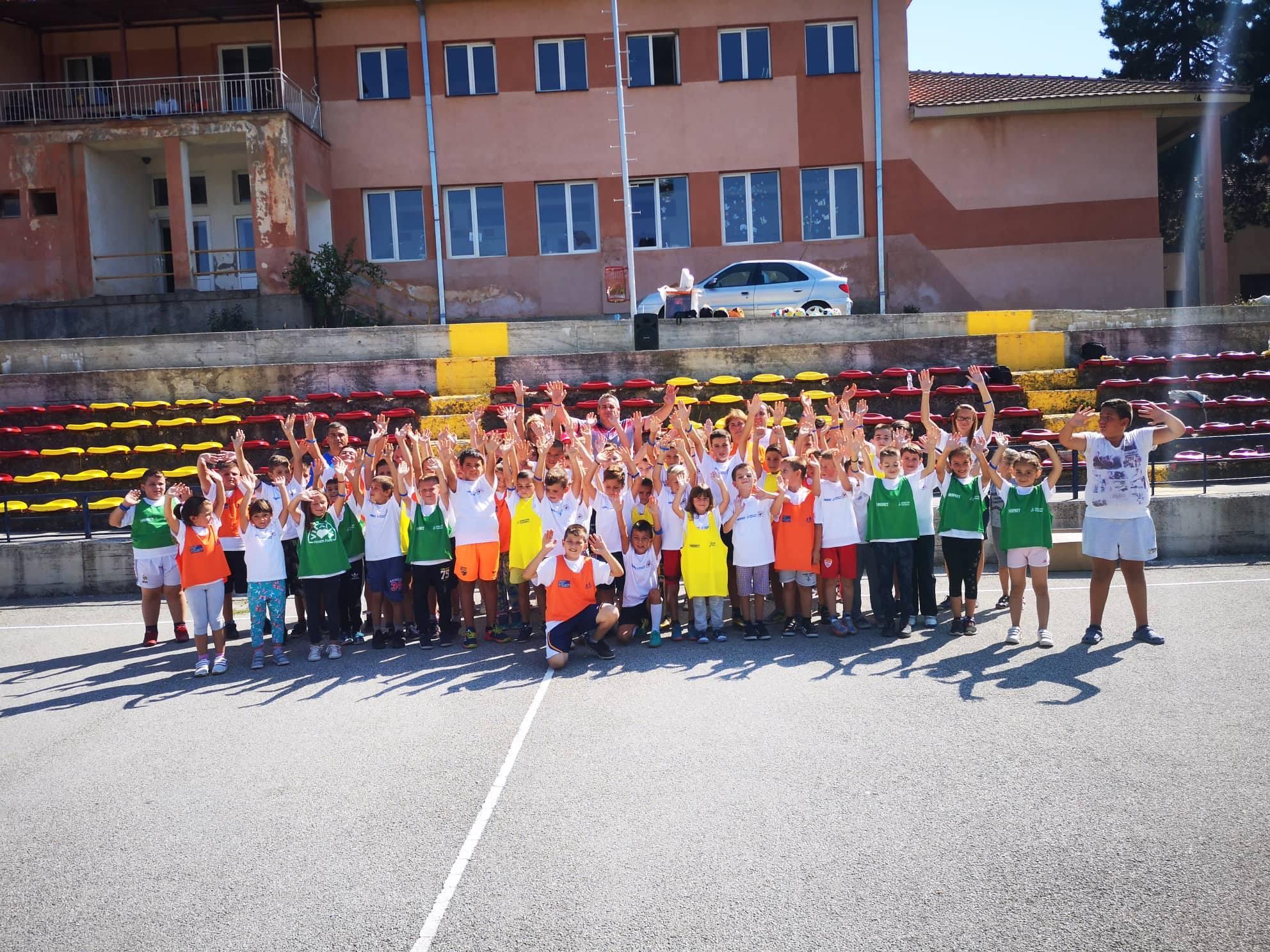 """Учениците од ОУ """"Дебрца"""" ги реализираа активностите од Отворената фудбалска школа 2018"""