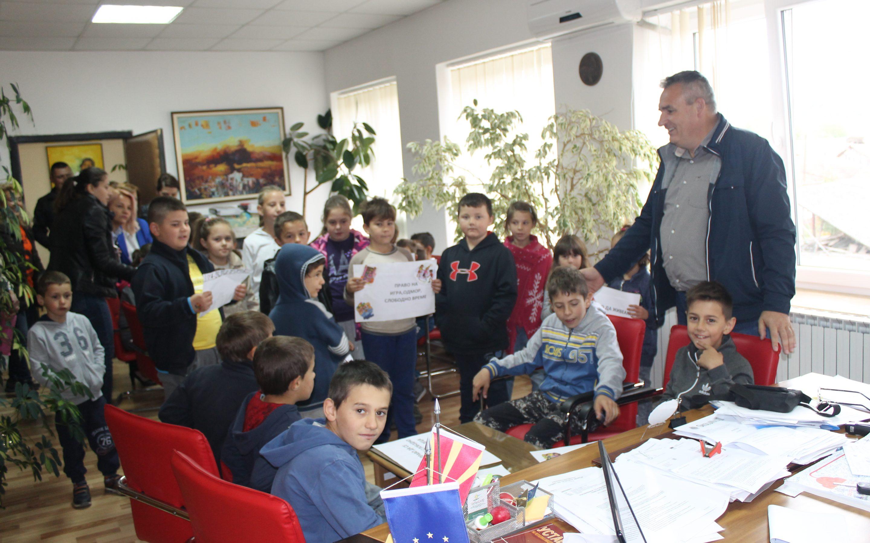 Градоначалникот Ногачески организираше прием за децата по повод Детската недела