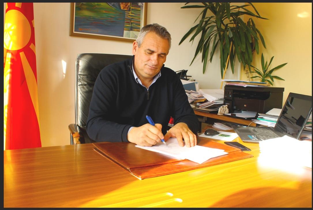 Видео: Новогодишна честитка од градоначалникот Зоран Ногачески