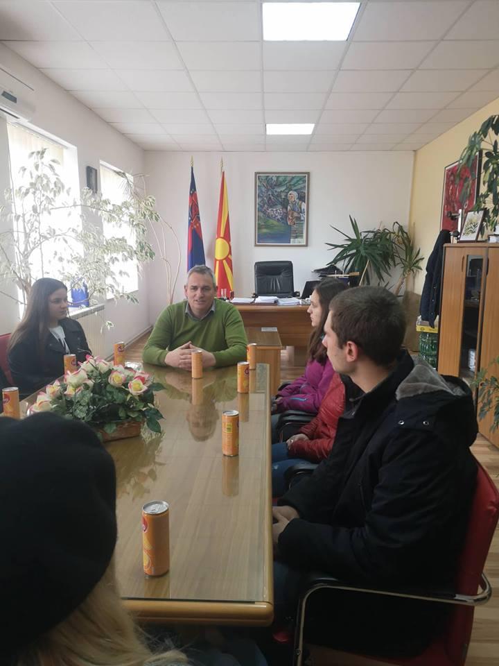 Доделени решенијата за ученички стипенди од општина Дебрца