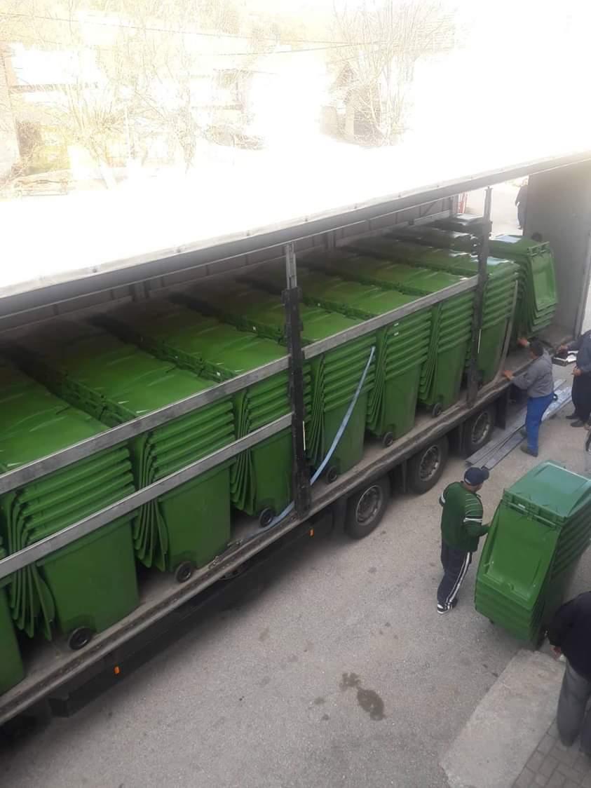 Со гранд од УНДП, општина Дебрца набави нови канти за отпад