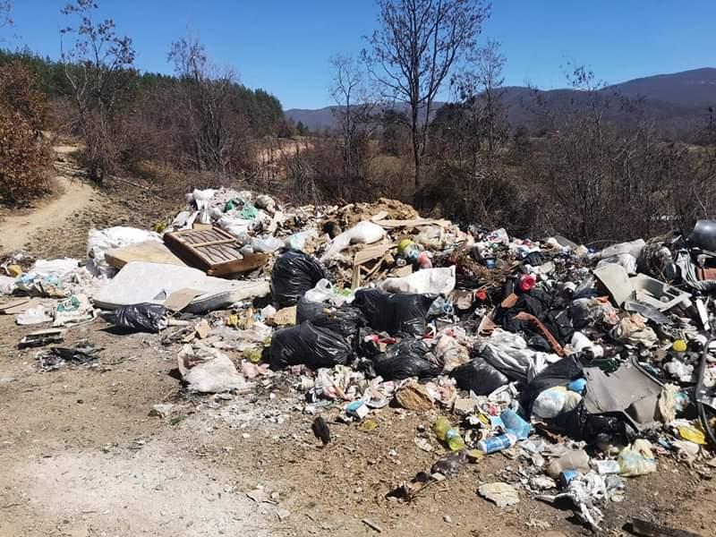 """""""Не фрлај, не загадувај! Немаш изговор !""""- општина Дебрца се справува со дивите депонии"""