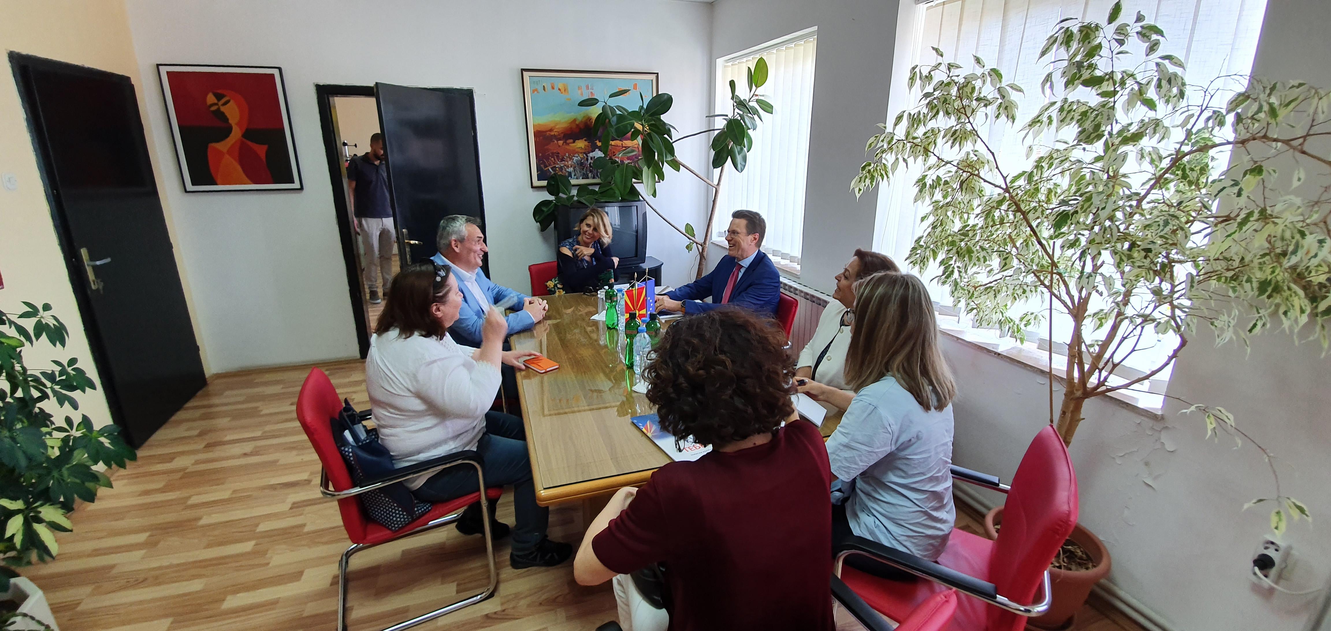 Евроамбасадорот Жбогар оствари официјална посета на општина Дебрца