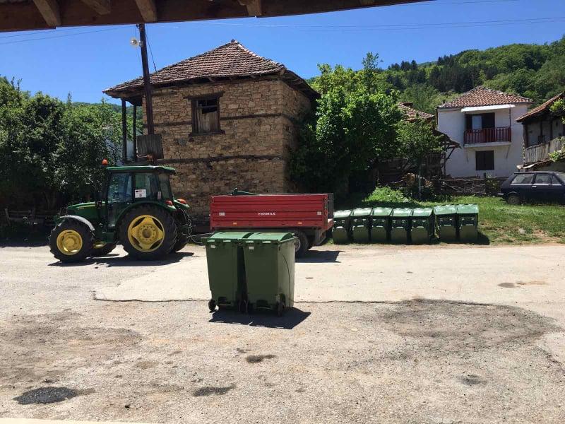 Поставени нови канти за отпад во селата низ Средна Дебрца