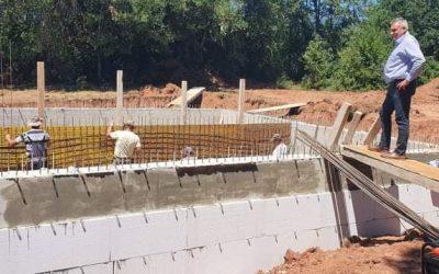 Градоначалникот Ногачески во посета на градилиштето во село Издеглавје,каде се гради резервоар за водоснабдување на селата Издеглавје и Слатински Чифлик