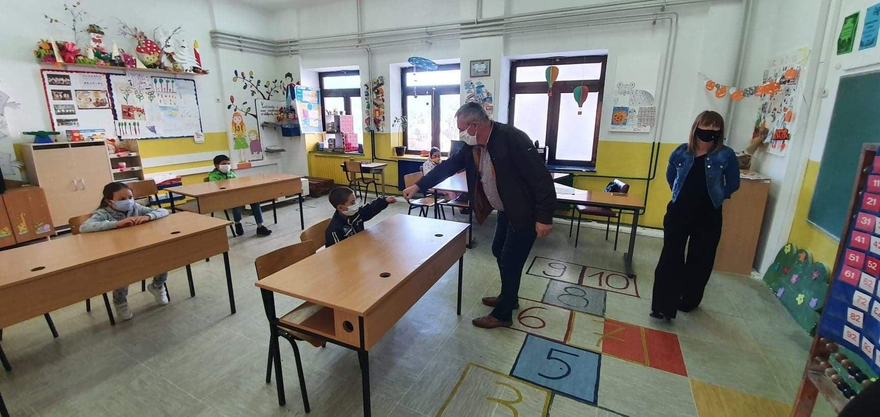 """Денес во ООУ """"Дебрца"""" започна новата учебна година."""