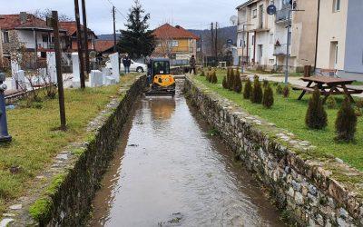 """Се изврши пробивање и чистење на речното корито на т.н. """"Средна Река"""" село Белчишта"""