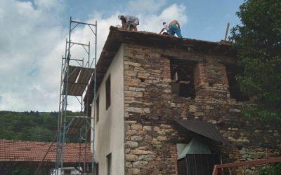 Во село Лактиње започна реконструкцијата на кровот од селскиот дом.